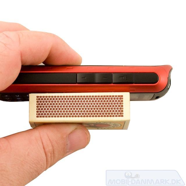 Tykkelsen på 17,4 mm er tynd for denne mobil
