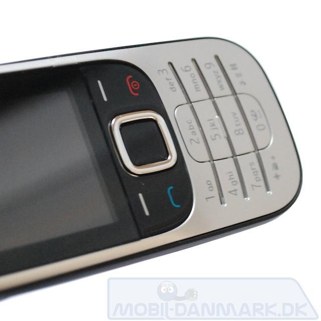Nokia-2330-front.jpg