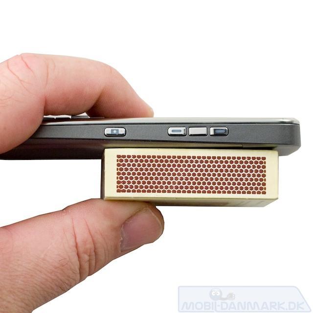 Med 9,9 mm er E52 fin, tynd telefon