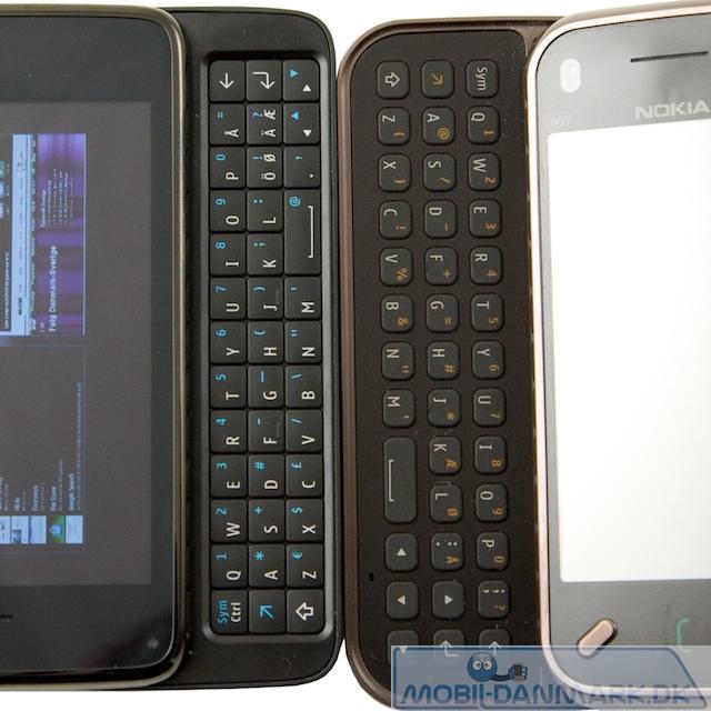 Her ses N900 til venstre og N97 mini til højre