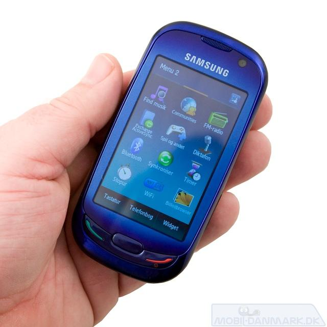 S7550 er en fiks lille pda-telefon der er flot blå