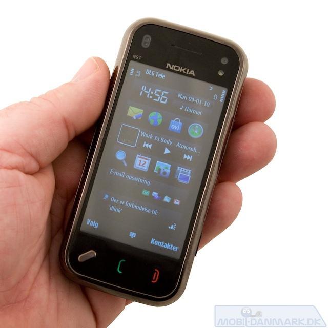 N97 mini er i en OK størrelse både til hånden og lommen