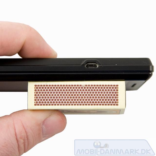 Tykkelsen på 13,7 mm er fint for denne type mobil