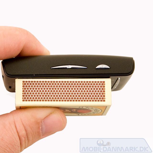 X10 mini er en lidt buttet telefon