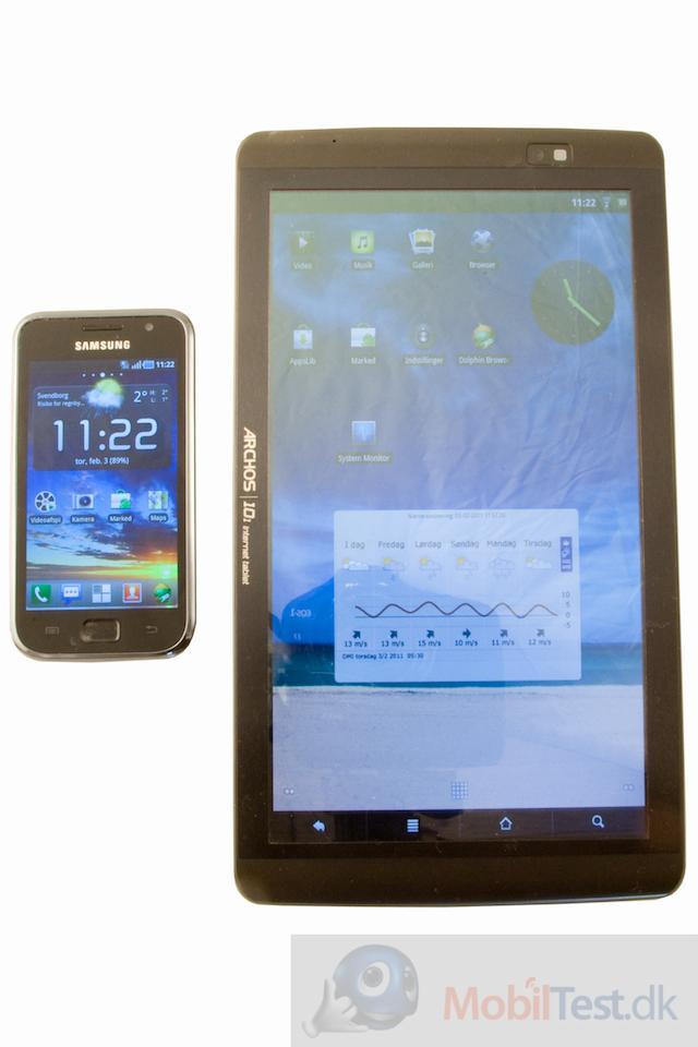 Her ved siden af Samsung Galaxy S