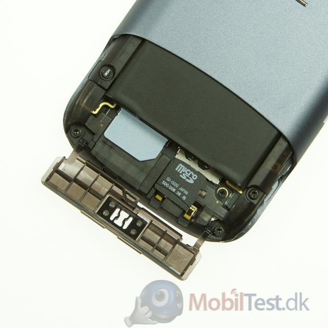 Adgang til batteri, simkort og microSD-kort