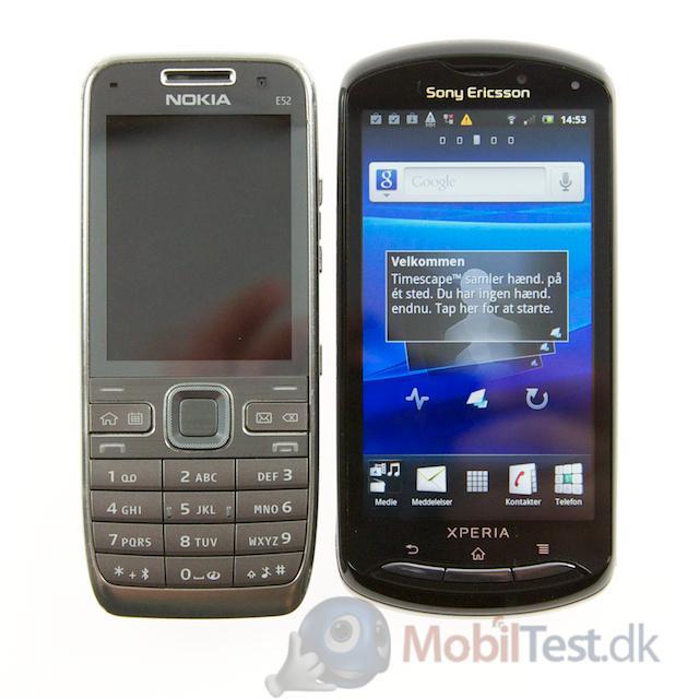 Nokia E52 ved siden af Xperia Pro