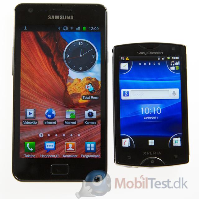 Samsung Galaxy SII ved siden af Xperia Mini