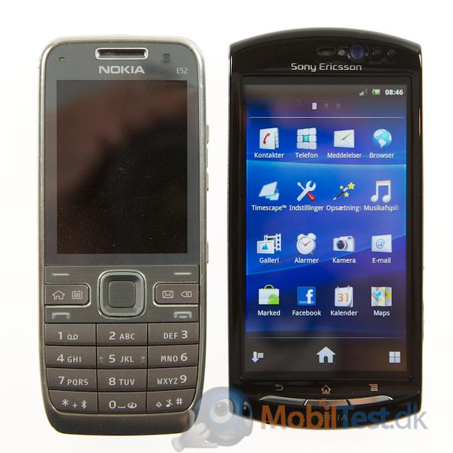 Nokia E52 ved siden af Xperia Neo