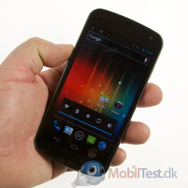 Galaxy Nexus ligger godt i hånden