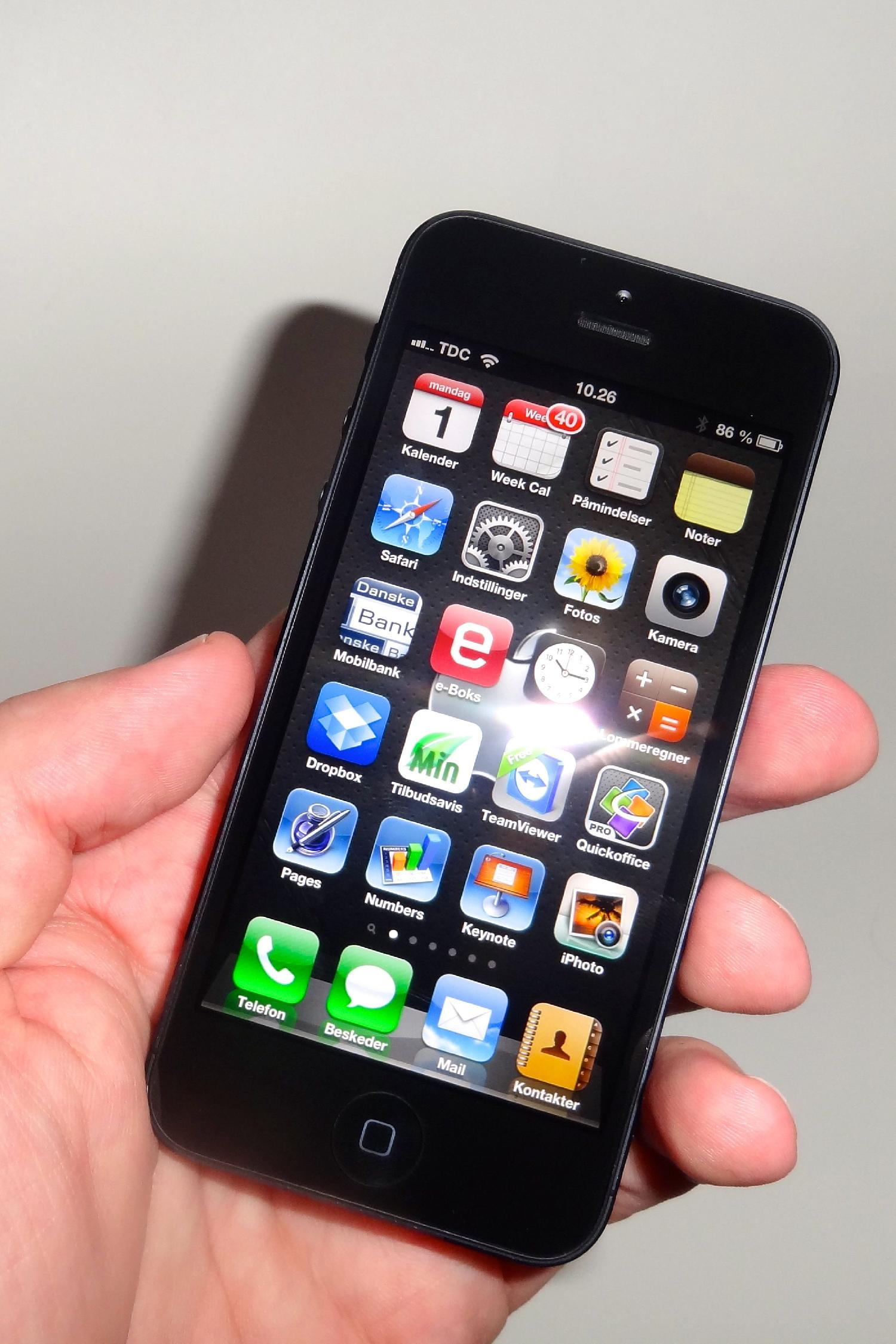 iPhone 5 i hånden