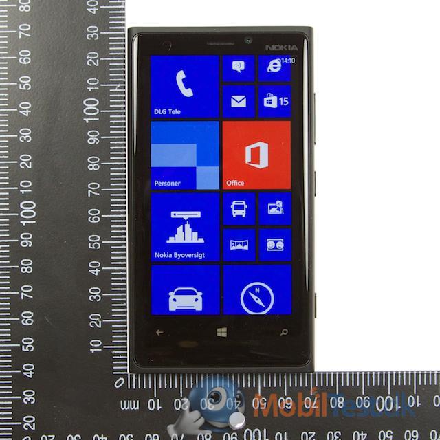 Lumia 920 sammen med målepinden