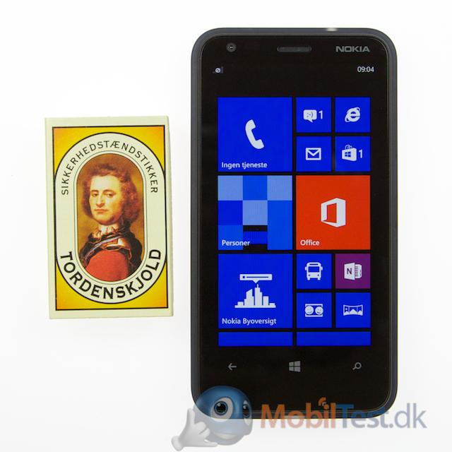 Lumia 620 med tændstikæske