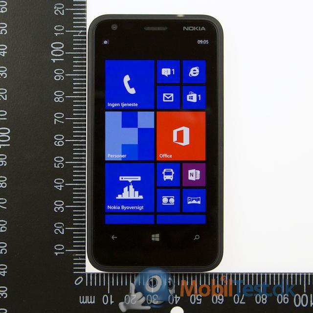 Lumia 620 har en beskeden størrelse