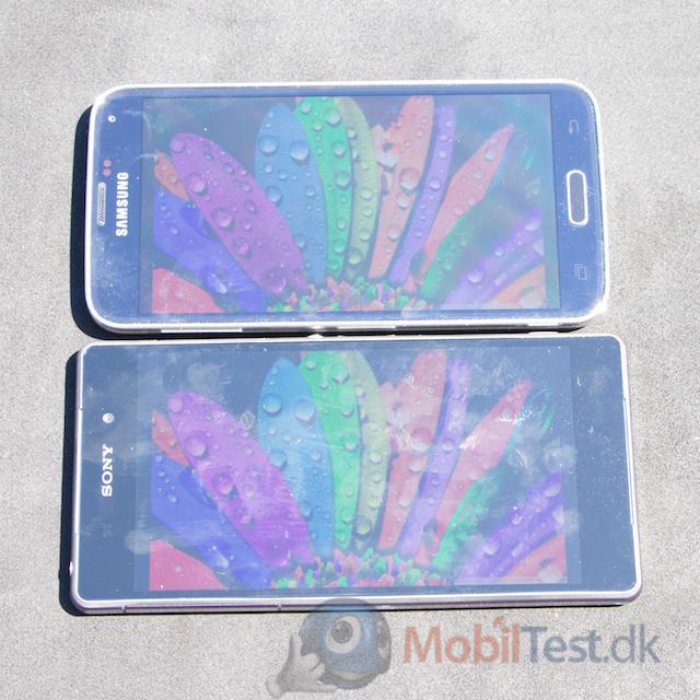Xperia Z2 og Galaxy S5 i solskin