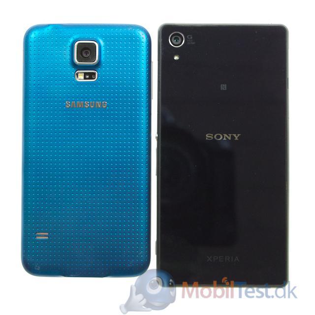 Bagsiden af Galaxy S5 og Xperia Z2