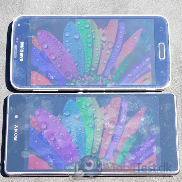 Galaxy S5 og Xperia Z2 i solskin