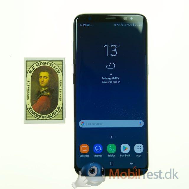 Galaxy S8 med vores tændstikæske